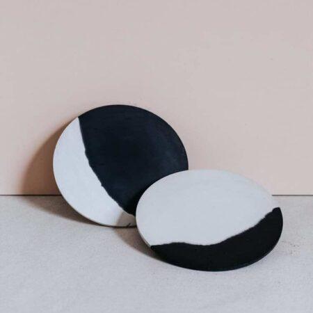 Dessous plat béton noir Gene par Zuri